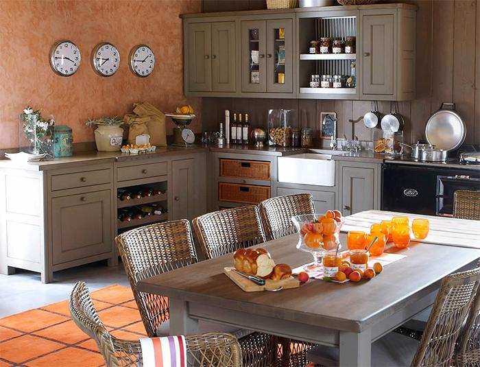 Виниловые обои в интерьере кухни в стиле прованс