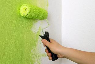 Какой бывает краска для обоев под покраску и как ее правильно использовать?