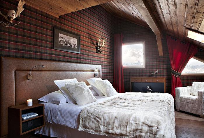 Шотландская клетка на обоях в спальне