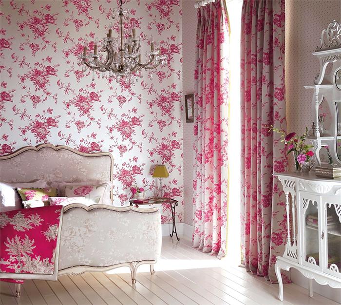 Сочетание розового и белого в рисунке обоев