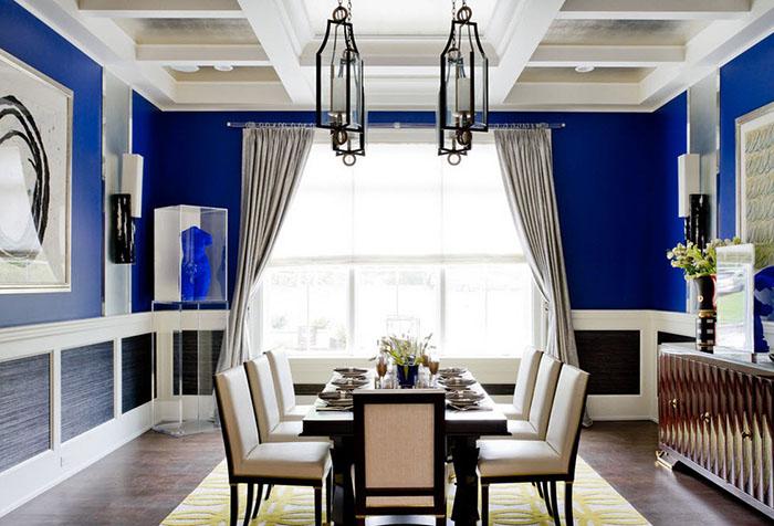 Яркая кухня с синими стенами