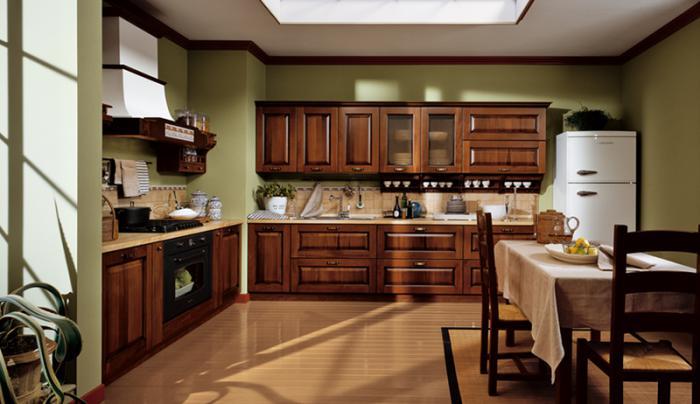 Однотонные обои в декорировании кухни