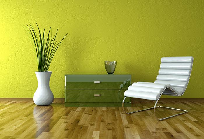 Акценты в комнате с зелеными обоями