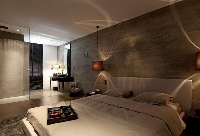 Темные обои с имитацией дерева в спальне