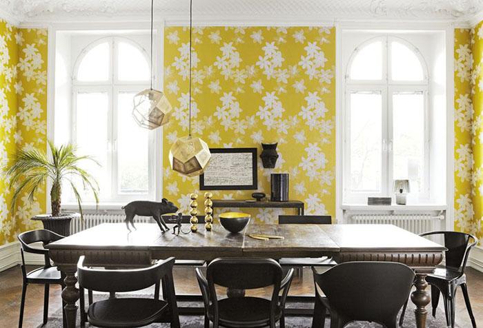 Гостиная с желтыми обоями