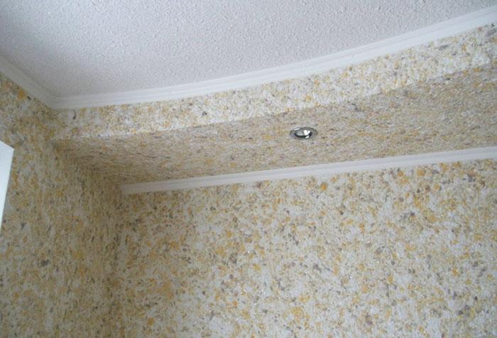 Два вида жидких обоев на потолке
