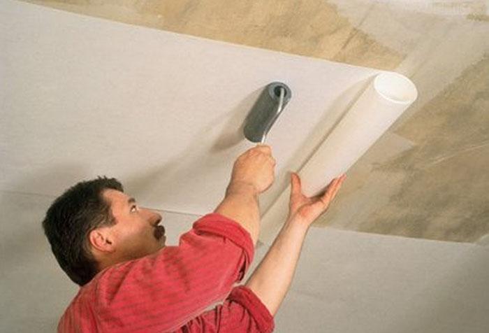Оклейка фанерного потолка обоями