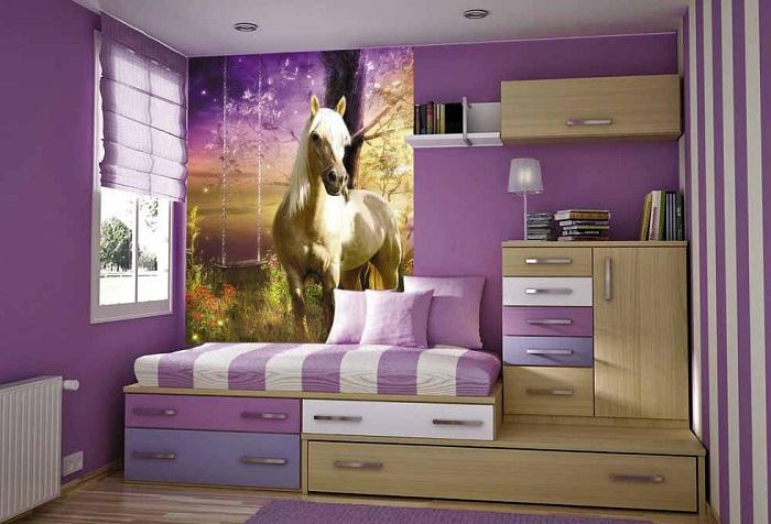 обои с изображением коня в комнате подростка