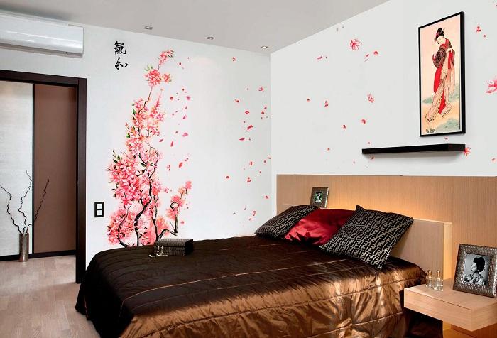 обои с изображением дерева в спальной комнате