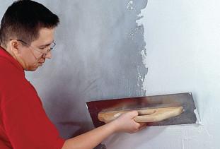 Последовательность действий при шпаклевке стен под обои
