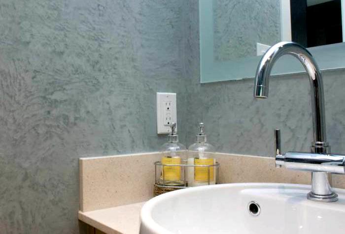 Жидкие обои в ванной комнате