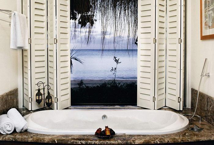 Ложное окно с фотообоями в ванной
