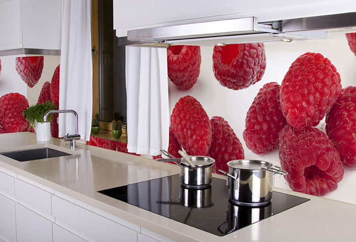 Фотообои с малиной на кухне