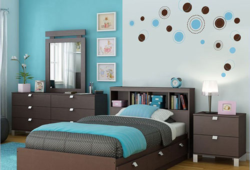 Бирюзовый и коричневый в интерьере спальни