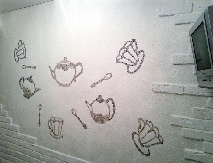 Вариант оформления стены в кухне жидкими обоями