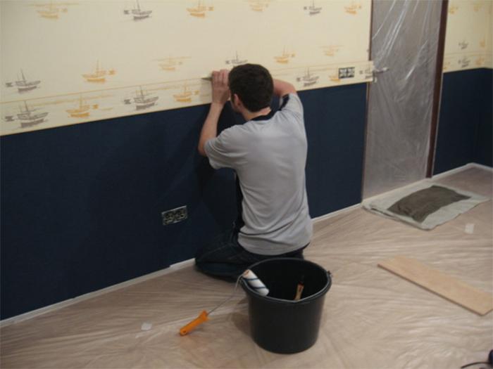 Как клеить бордюр на стену