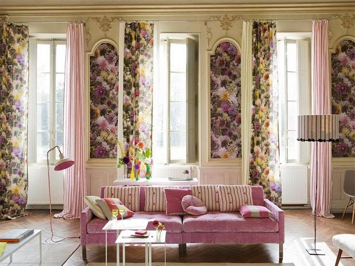 Обои в цветочек и текстиль-компаньон