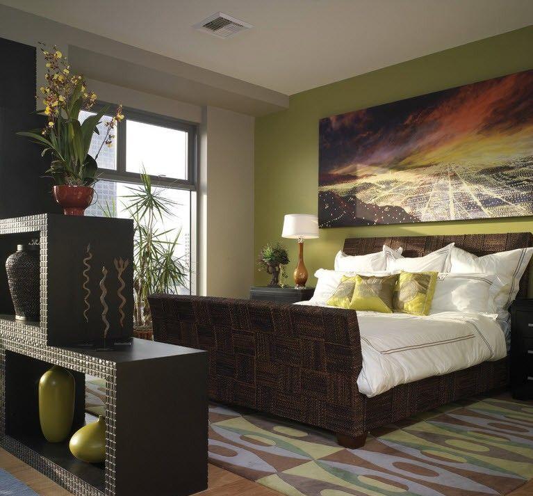 Темно-зеленые однотонные обои в спальне