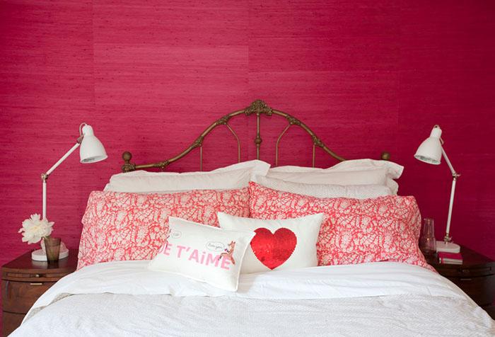Однотонные стены в спальне