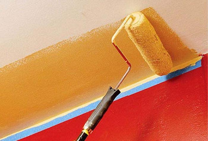 Покраска обоев на потолке в оранжевый цвет
