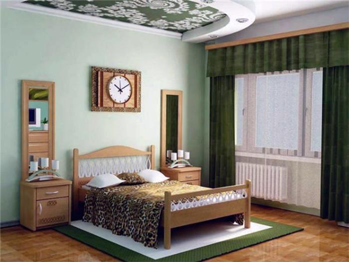 Правильные шторы компаньоны мятных обоев в спальне