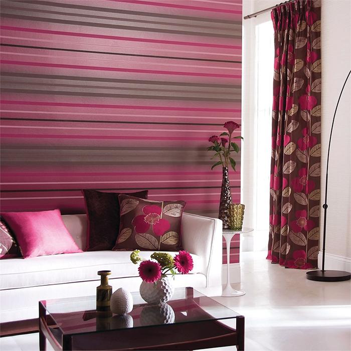 Сочетание розового и серого в обоях гостиной