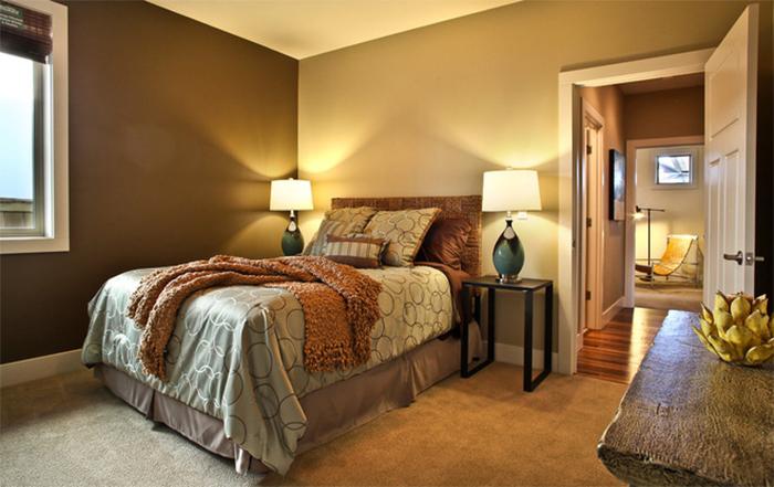 Сочетание однотонных обоев разных оттенков в спальне