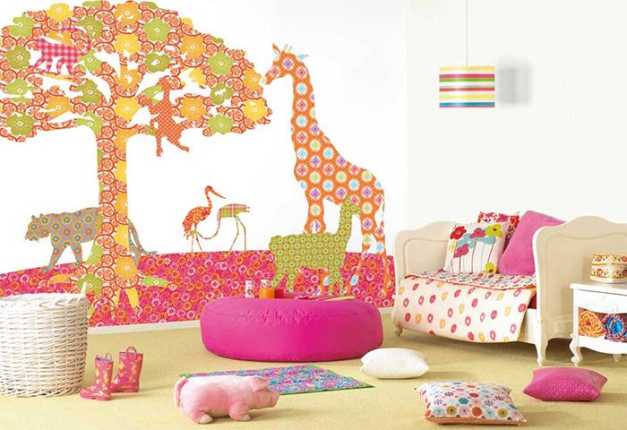 Узорчатые обои в детской комнате