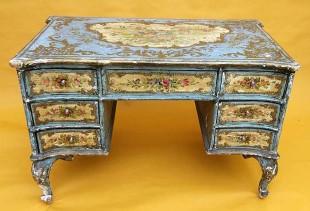 Как своими руками выполнить декупаж мебели обоями?
