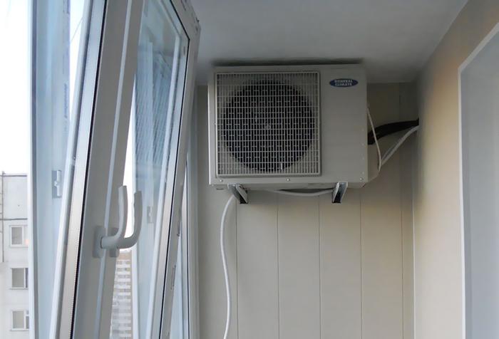 Открытое окно и кондиционер