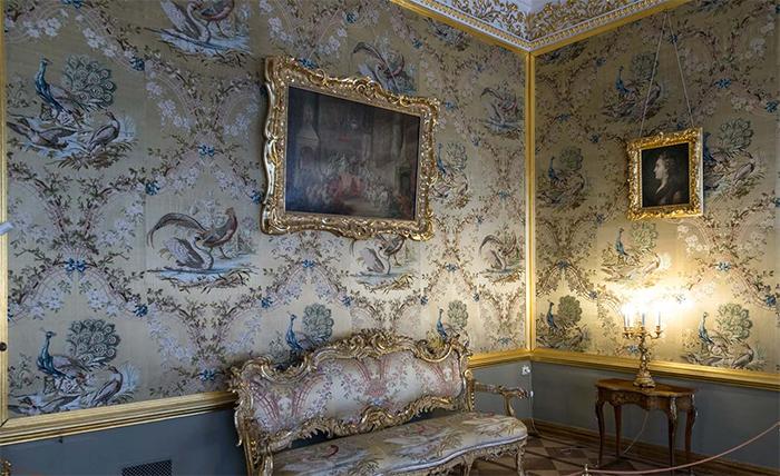 Обои с птицами и цветами в Екатерининском дворце