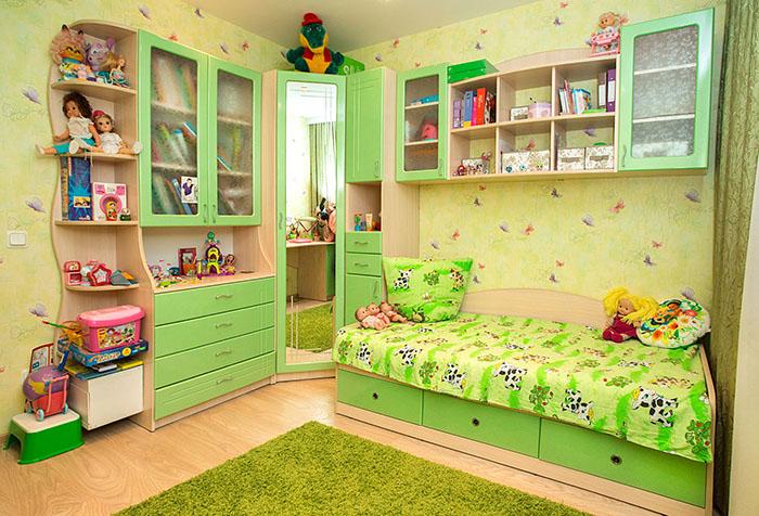 Детская в желто-зеленом цвете