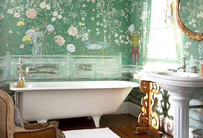 Ванная с зелеными обоями