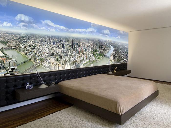 Панорама города на фотообоях в спальне