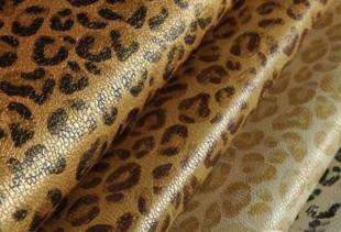 Как стильно оформить стены леопардовыми обоями?