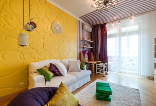 Подбираем шторы к обоям желтого цвета и расставляем правильные акценты