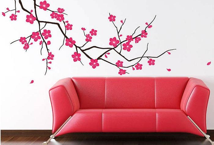 обои ветка и красный диван